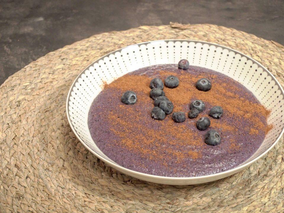 Zdravá krupicová kaša s ovocnými vločkami recept